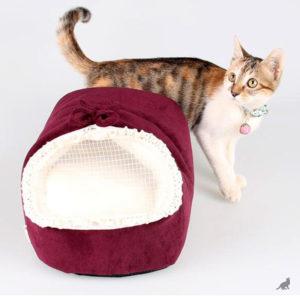 Кошка с люлькой
